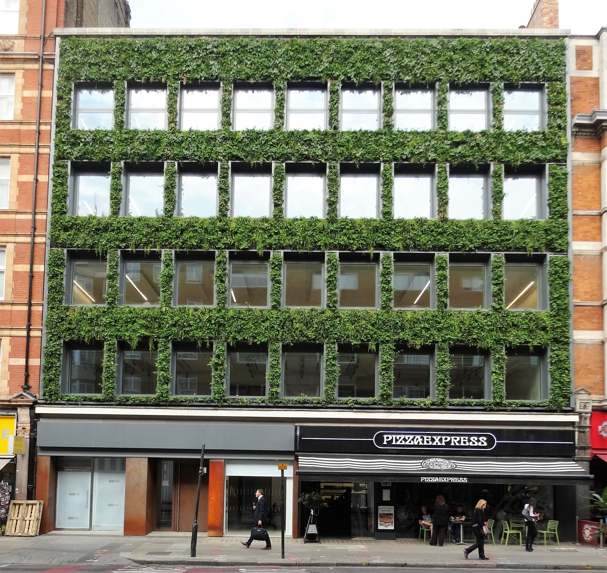 Green Wall In Southampton Row Bloomsbury Squares Gardens